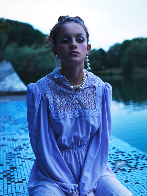Khira. Make-Up: Sarah Bzoch. Fashion: Vintage.