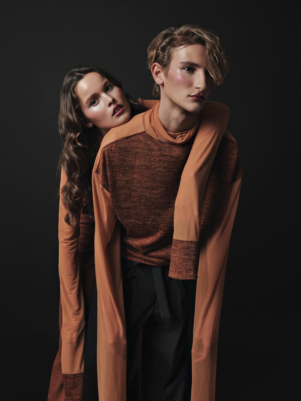 Paula and Marc tragen Outfits von Vanessa Schreiner